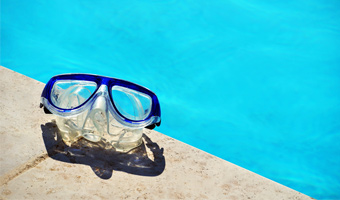 10 Best Swimming Goggles featured image